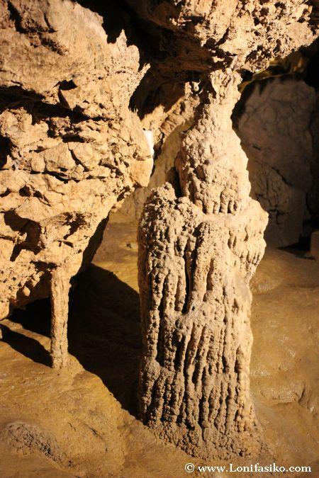 Columna en las Cuevas de Urdax Urdazubi