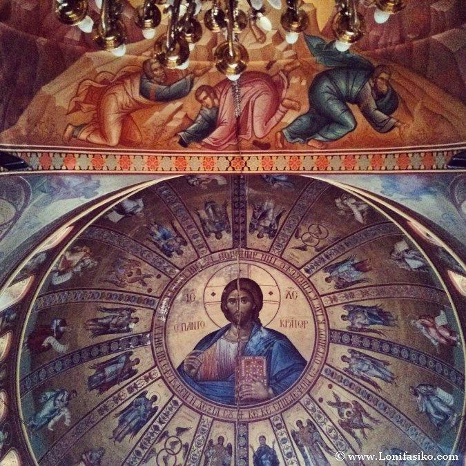 Pinturas en techo de Iglesia ortodoxa bizantina en Grecia
