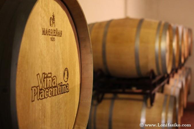 Crianza del vino en barricas de madera de roble francés