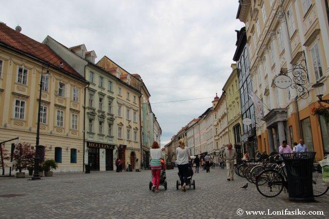 Casco histórico de Liubliana con niños