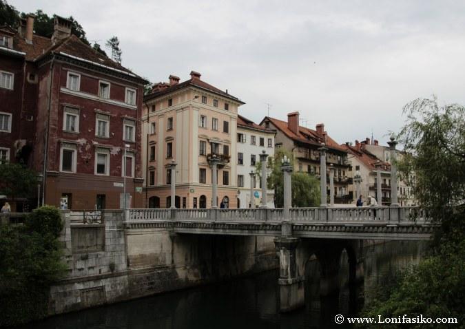 Puente de los Zapateros o Cobblers' Bridge en Liubliana