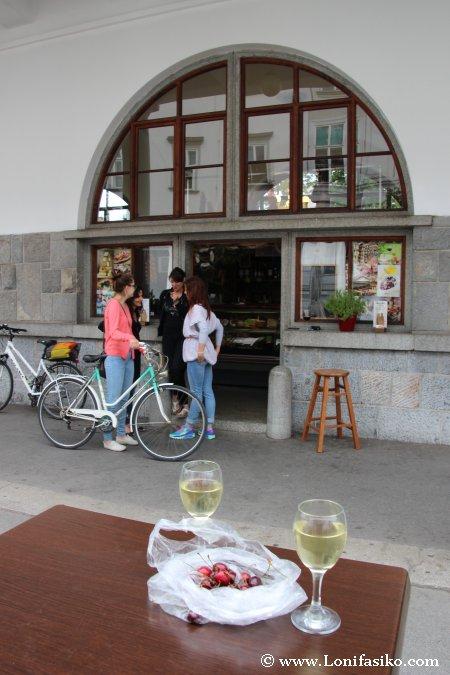 Tomar vino esloveno en Liubliana
