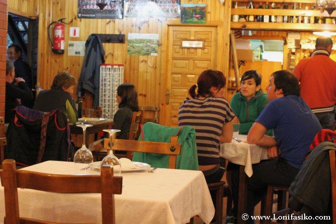 Comer en una casa rural