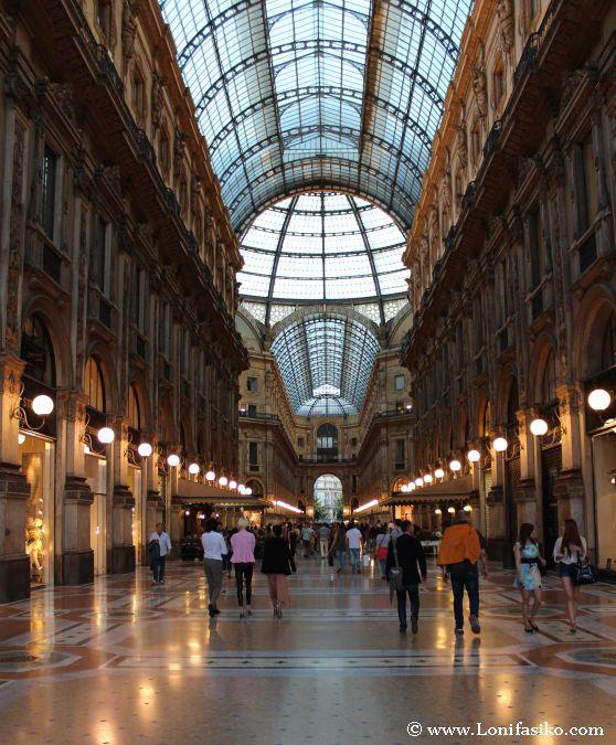 Interior de la Galeria Vittorio Emanuele II en Milán