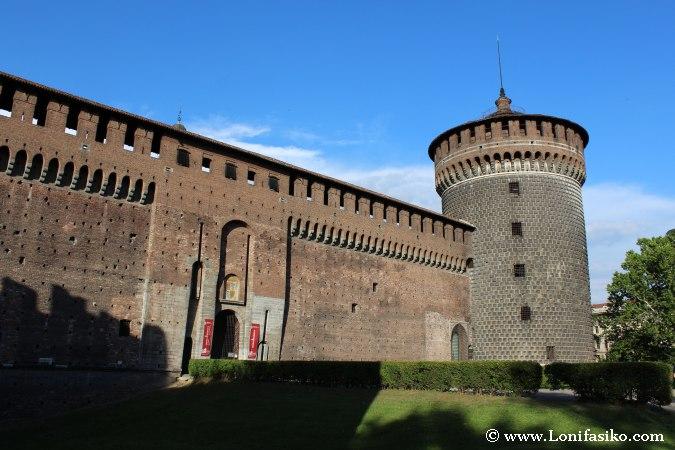 Exterior del Castillo Sforzesco desde el Parque Sempione