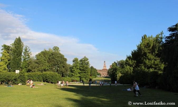 Parque Sempione, con el Castillo Sforzesco al fondo