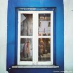 Reflejos en ventana vieja