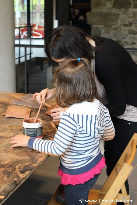 Taller de cerámica con niños