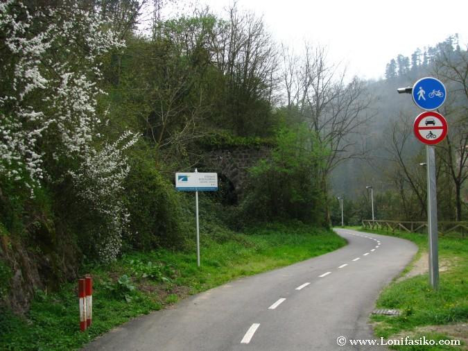 Bidegorris de Euskadi o vía verde para bicicletas y peatones