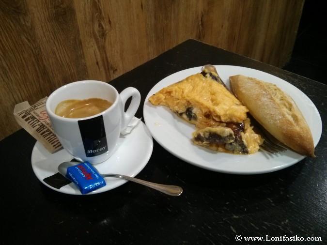 Café sólo y pintxo de tortilla