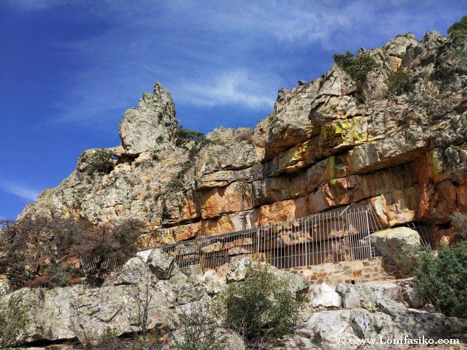 Cuevas y pinturas rupestres en Fuencaliente