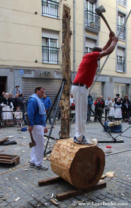 Aizkolari cortar troncos Herri kirolak Deporte rural vasco