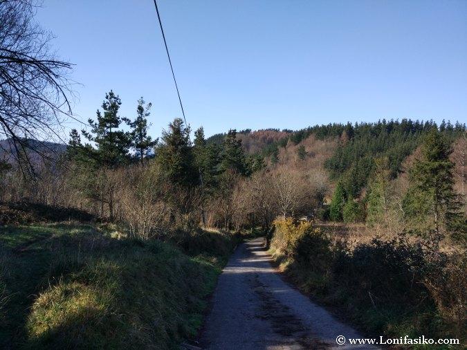 Azkonabieta desde Karabieta ruta ascensión Elgeta