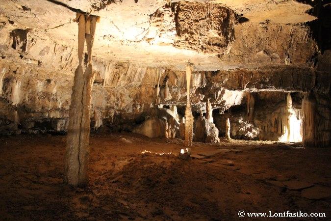 Cueva Postojna columnas formaciones