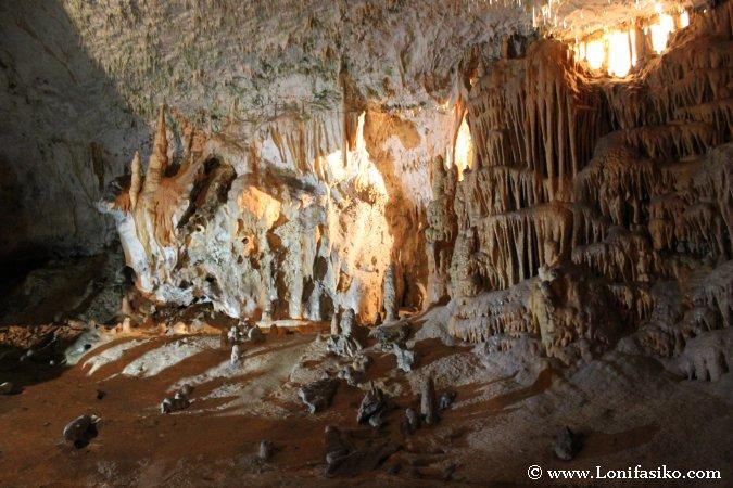 Cueva Postojna formaciones cascada