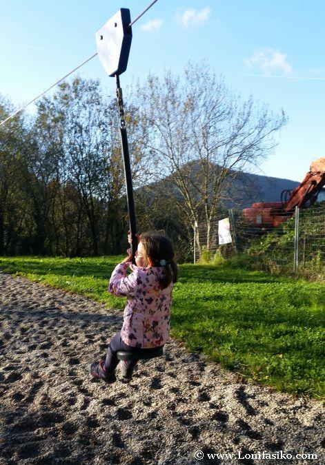 Elgeta niños parque tirolina infantil