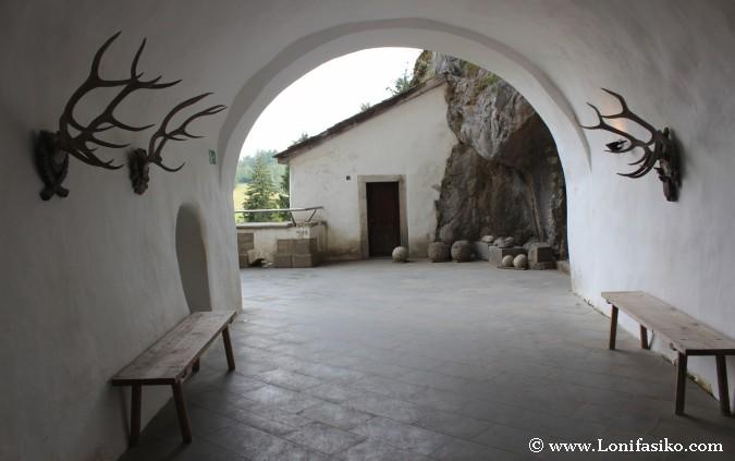Castillo Predjama Fotos Leyenda Erasmo