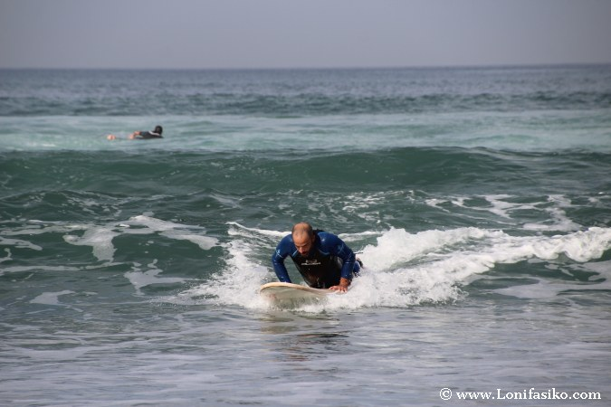 Dónde aprender a surfear en Euskadi