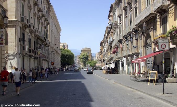 Vía Etnea Catania Sicilia