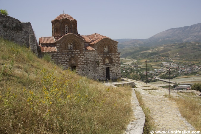 castillo de berat albania