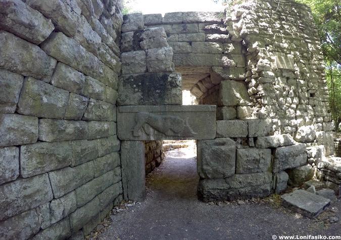 Puerta del León Butrint Albania