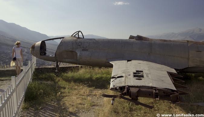 avión museo castillo Gjirokastër albania