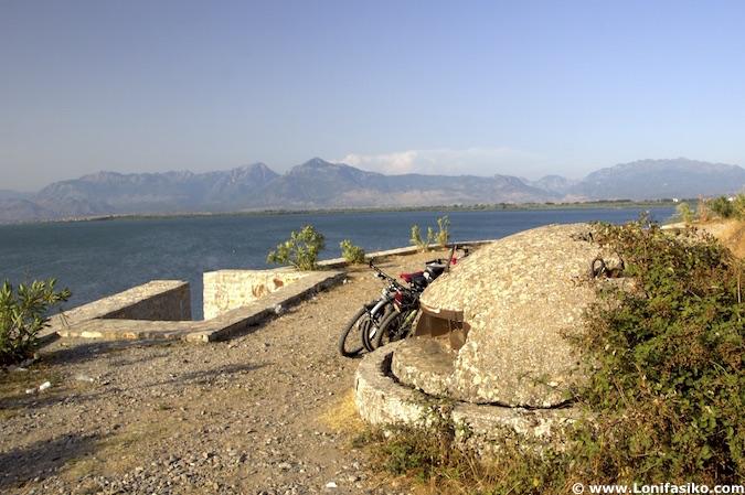 fotos bunkers albania lago Shkodër
