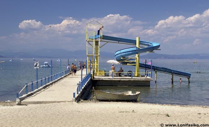 Playas lago Orhid Pogradec Albania