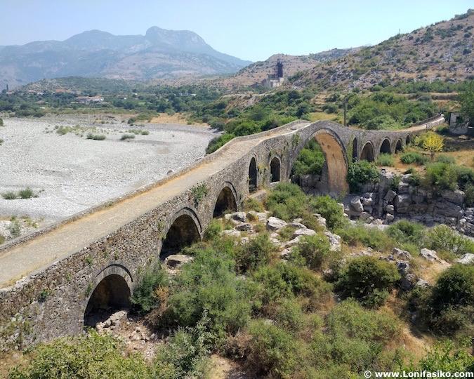 Puente Mes cerca de Shkodër