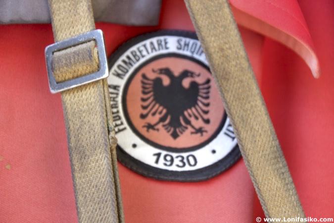 Souvenir camiseta escudo de Albania