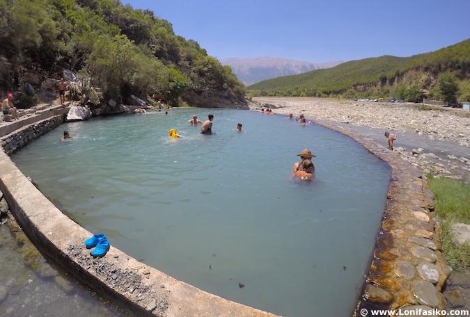 Termas naturales de Bënjë en Albania