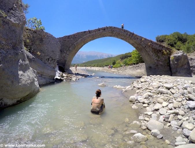 Puente Kadiut en Albania