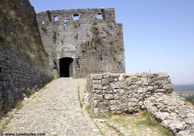 Visitar castillo de Rozafa en Shkodër