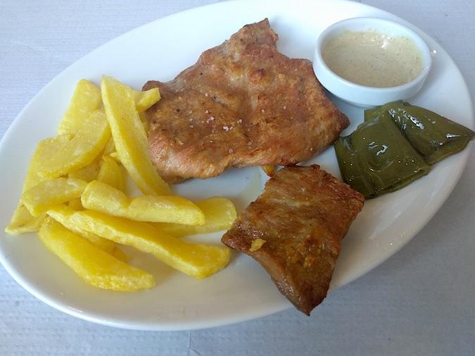 Comer presa ibérica al sarmiento en restaurante Ochavo Sajazarra