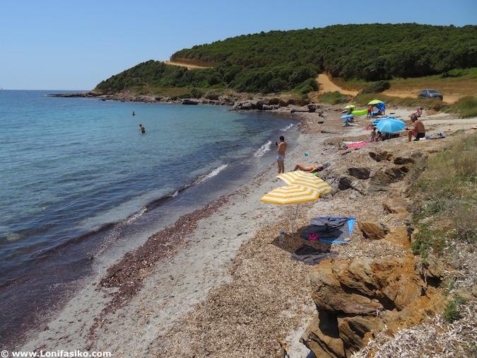 Playa de Tamarone en Córcega