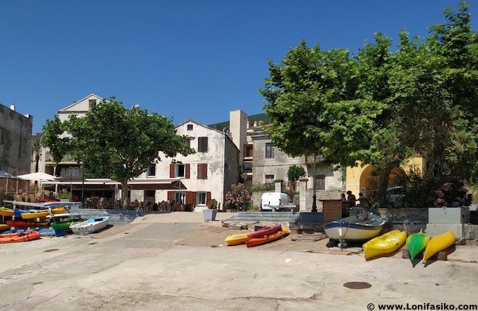 puerto de Erbalunga en Córcega