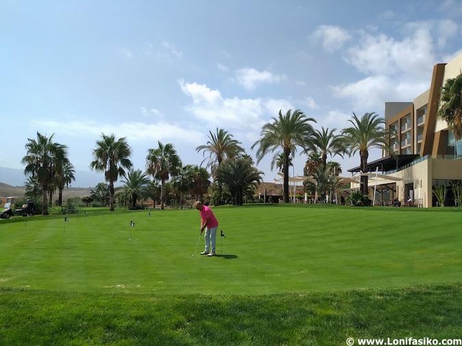hoteles con campo de golf en almería
