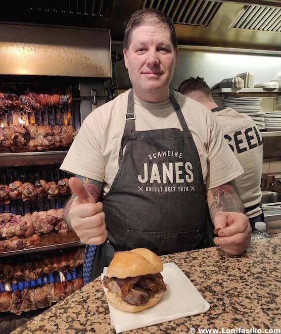 Comer codillo en Schweine Janes en Düsseldorf