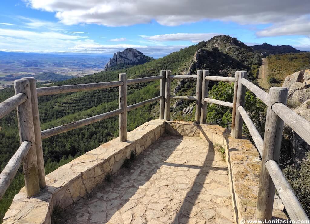 """Mirador """"Balcón de La Rioja"""" en los Montes Obarenes"""