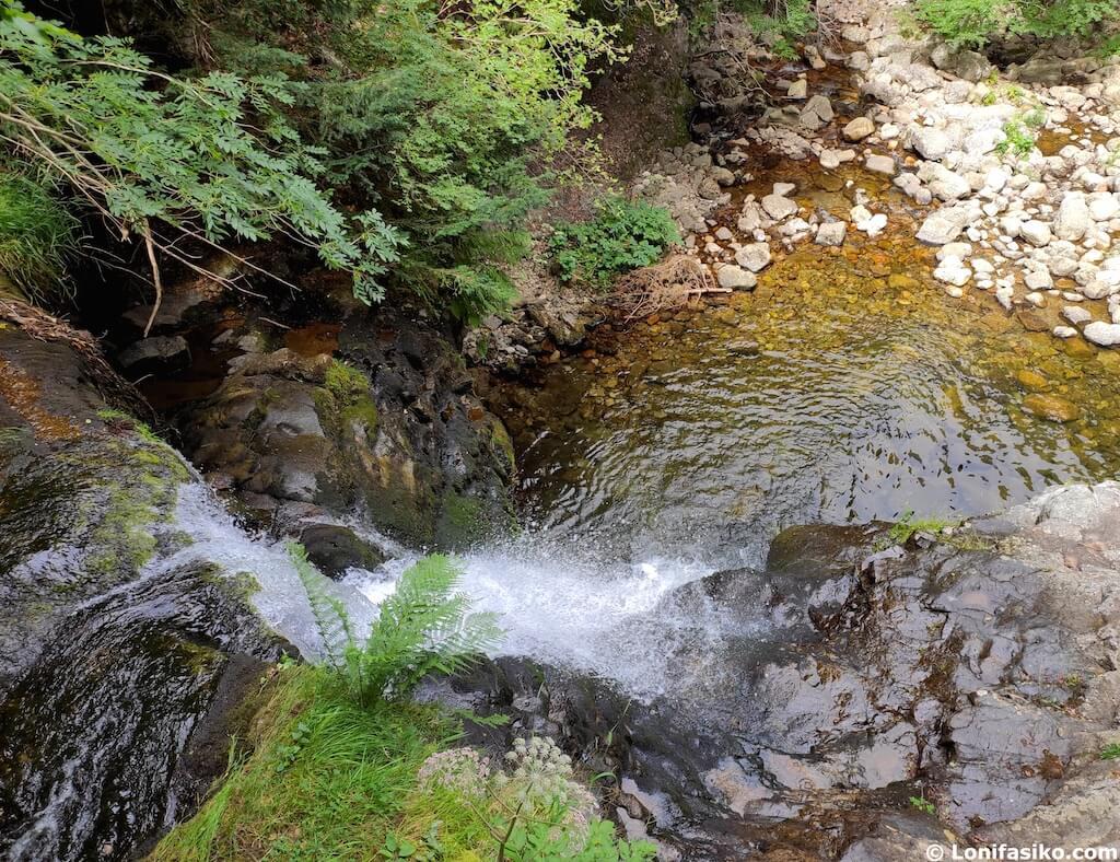 Cascadas en La Rioja puente ra sierra de cebollera