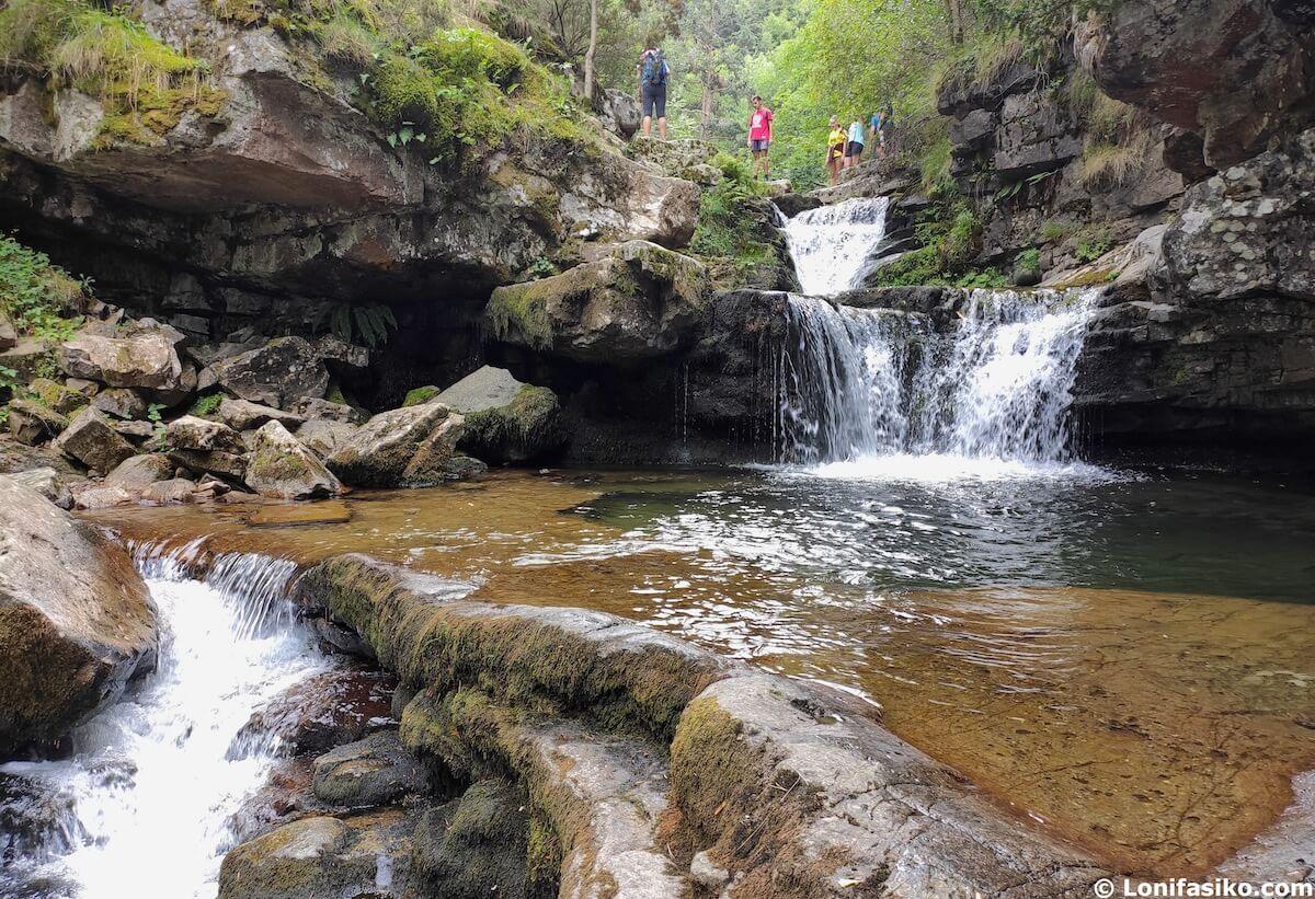 cascadas puente ra ruta senderismo sierra de cebollera