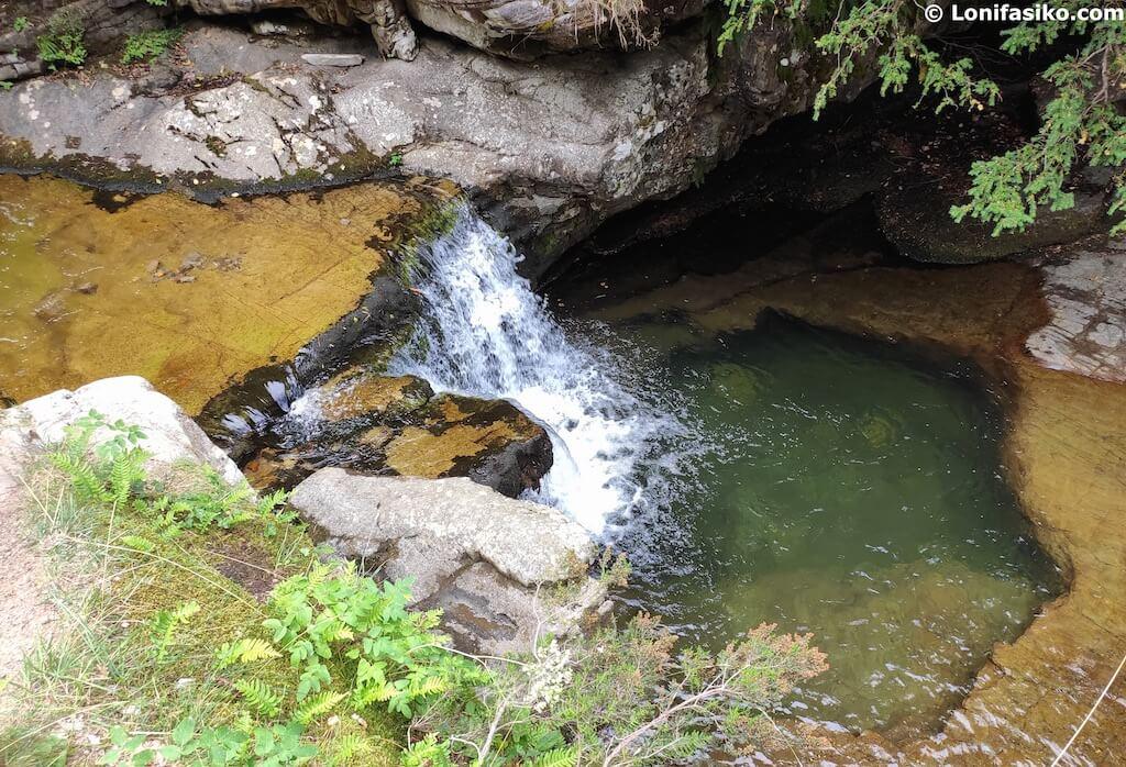 pozas de baño cascadas de puente ra la rioja