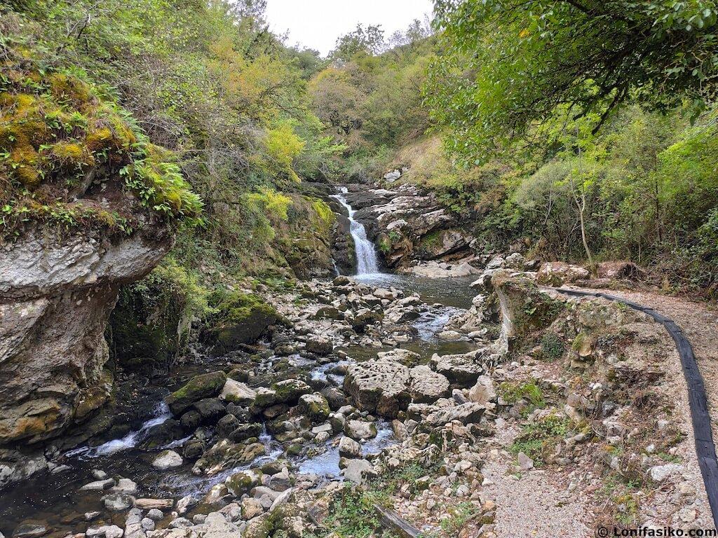 cascada ixkier via verde plazaola navarra