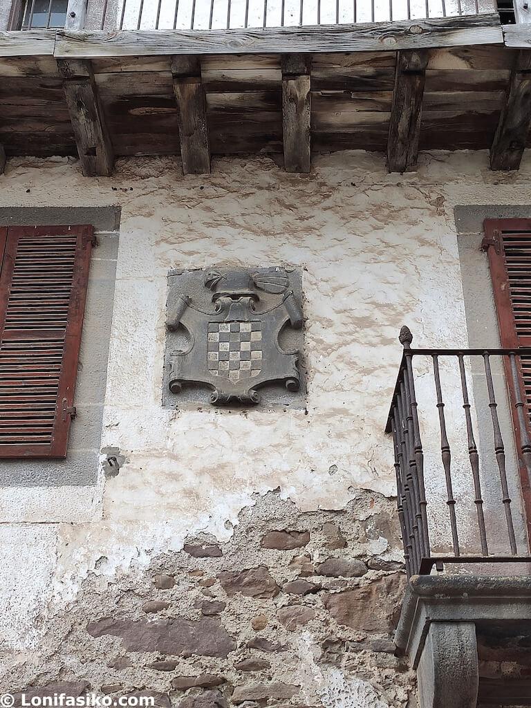 escudo valle de baztan fachada casas